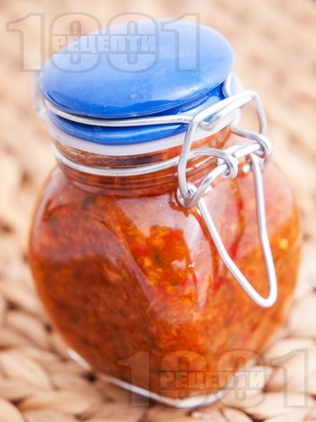 Лютивка от червени чушки - снимка на рецептата
